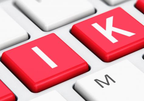 Tastatur mit roten Wiki-Tasten